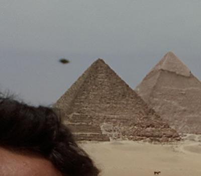 ufo piramide