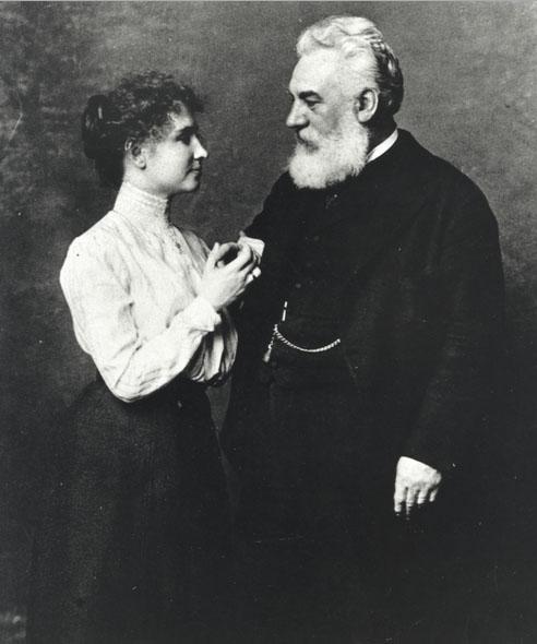 Helen Keller si Alexander Graham Bell, 1902 - Perkins School for the Blind Archives, Wikipedia.
