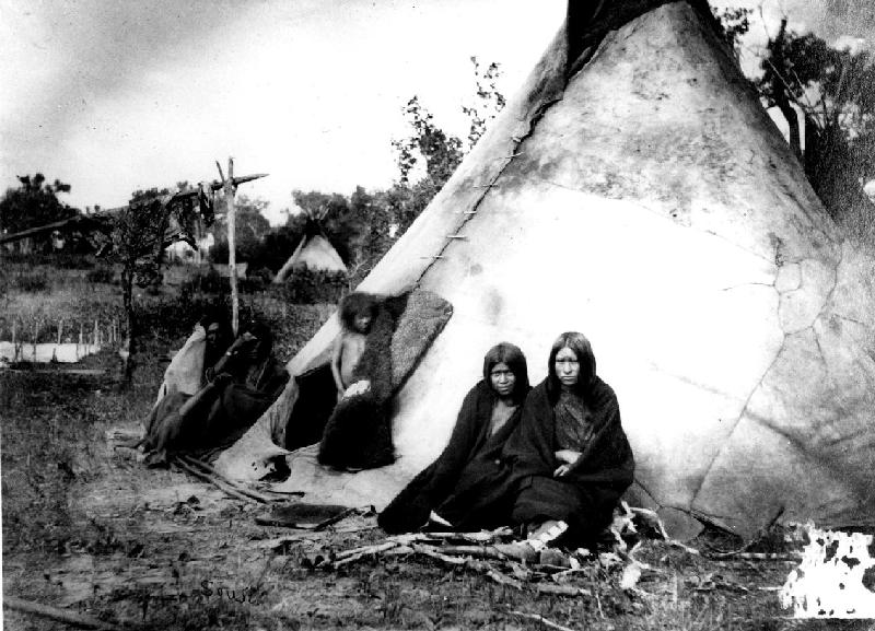 Tabără Arapaho în 1870. Foto din National Archives and Records Administration, SUA. Sursă Wikipedia.