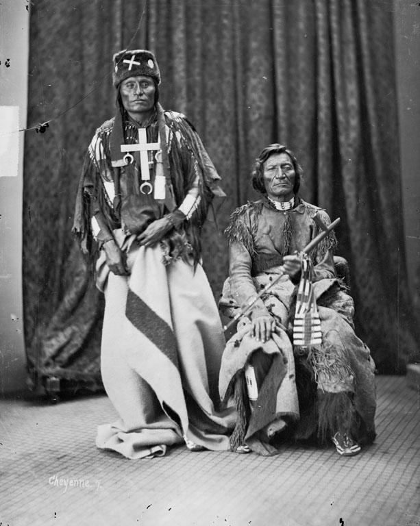 Little Coyote (Little Wolf) si Morning Star (Dull Knife), sefii triburilor Northern Cheyennes. Sursa http://siris-archives.si.edu/ipac20/ipac.jsp?uri=full=3100001~!9529!0&term=#focus, autor William Henry Jackson, Wikipesia.