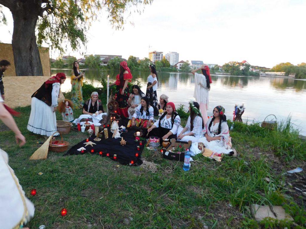 vrajitoarele din Bucuresti in ritual la balta